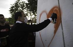 July 8, 2017 - O prefeito João Doria faz desenho em pilastra na região do Aricanduva, na tarde deste sábado (08), onde foi inaugurado o terceiro MAR  (Credit Image: © Bruno Rocha/Fotoarena via ZUMA Press)