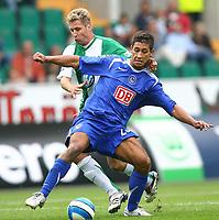 Fotball<br /> Bundesliga Tyskland<br /> Foto: Witters/Digitalsport<br /> NORWAY ONLY<br /> <br /> 13.08.2006<br /> <br /> Rick Hogendorp Wolfsburg, Malik Fathi <br /> <br /> Bundesliga VfL Wolfsburg - Hertha BSC Berlin