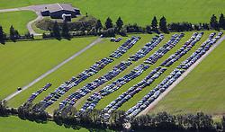 THEMENBILD, Luftaufnahme von Kraftfahrzeugen die neben der Murtal Schnellstrasse (S36) auf einer Wiese parken, aufgenommen am 06. September 2015, Spielberg, Österreich // Aerial view of cars parking on a meadow near the Murtal motorway (S36), Spielberg, Austria on 2015/09/06. EXPA Pictures © 2015, PhotoCredit: EXPA/ JFK