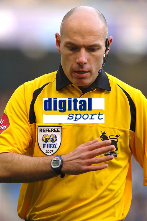 Photo: Paul Greenwood.<br />Man City v Reading. The Barclays Premiership. 03/02/2007. Match Referee Howard Webb