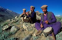 Pakistan - Le Polo des Rois - Tournoi de Polo le plus haut du monde au col de Shandur à 3800 m d'altitude entre les anciens royaumes de Chitral et de Gilgit - Les musiciens sont là pour l'ambiance // Pakistan, Khyber Pakhtunkhwa, polo tournament at Shandur Pass at an altitude of 3800 m between Chitral and Gilgit team