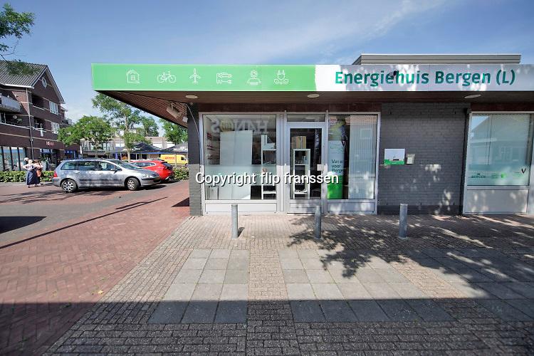Nederland, Bergen, Limburg, 19-8-2020  Repo over landgoed het Wellsmeer wat de gemeente wilt gebruiken voor de onwikkeling van een energiepark . Op dit moment is het agrarisch gebied.  Het energiehuis van de gemeente in het dorp . Hier wordt voorlichting en informatie gegeven over hoe men energie kan besparen, energiezuinig kan wonen en leven, en hoe het plan vordert in de planning en uitvoering.Foto: ANP/ Hollandse Hoogte/ Flip Franssen