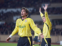 23/11/2004 - UEFA Champions League - Group A - AS Monaco v Liverpool  - Stade Louis II, Monte Carlo<br />Liverpool's Harry Kewell in disbelief as a decision goes against him<br />Photo:Jed Leicester/Back Page Images