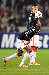 23.10.2012, Grand Stade Lille Metropole, Lille, OSC Lille vs FC Bayern Muenchen, im Bild David ALABA (FC Bayern Muenchen - 27) amuesiert sich beim Aufwaermen - Kopfball mit Anatolij Tymoschtschuk // during UEFA Championsleague Match between Lille OSC and FC Bayern Munich at the Grand Stade Lille Metropole, Lille, France on 2012/10/23. EXPA Pictures © 2012, PhotoCredit: EXPA/ Eibner/ Ben Majerus..***** ATTENTION - OUT OF GER *****