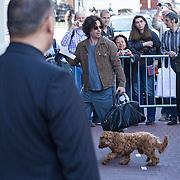 NLD/Amsterdam/20130605 - Aankomst Barbara Streisand bij haar hotel in Amsterdam, aankomst zoon Jason Gould met zijn hond