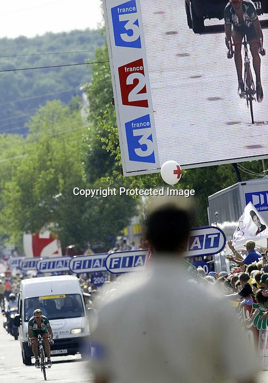 Saarbrücken 08.07.2002  Tour de France....Thor Hushovd gikk i brudd og ledet Tour de France i drøye to timer 8. juli, men så tok krampa ham. De siste 81 kilometerne ble et reint helvete. Her kommer han i mål 20 minutter etter vinnere ....Foto: Daniel Sannum Lauten *** Local Caption *** Hushovd,Thor