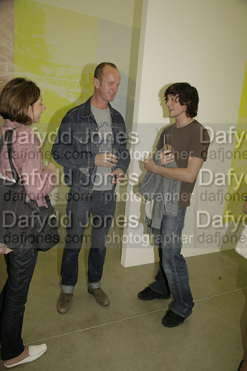 Johnnie Shand Kydd and Niall O'Brien , Johnnie Shand Kydd:  book launch party celebrate the publication of Crash.White Cube. Hoxton sq. London. 18 September 2006. ONE TIME USE ONLY - DO NOT ARCHIVE  © Copyright Photograph by Dafydd Jones 66 Stockwell Park Rd. London SW9 0DA Tel 020 7733 0108 www.dafjones.com