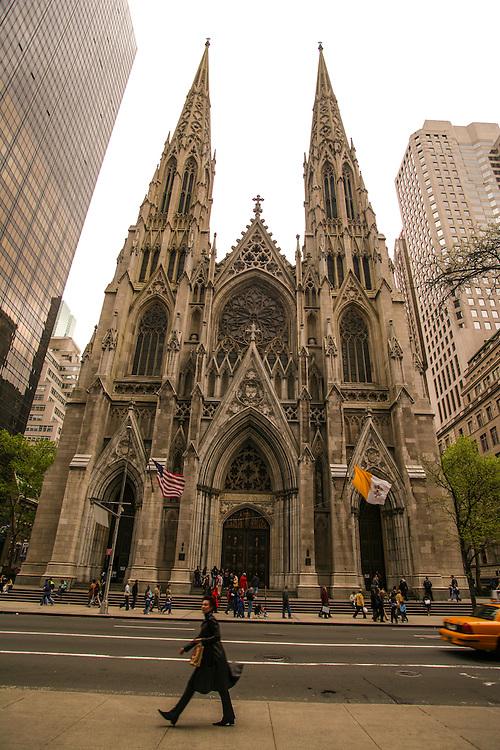 Saint Patrick's Church at5th avenue in New York