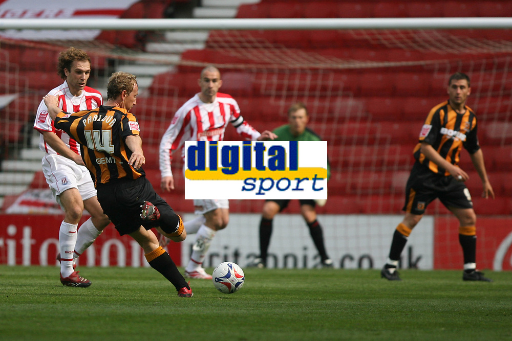 Photo: Pete Lorence.<br />Stoke City v Hull City. Coca Cola Championship. 21/04/2007.<br />Ray Parlour shoots on goal.