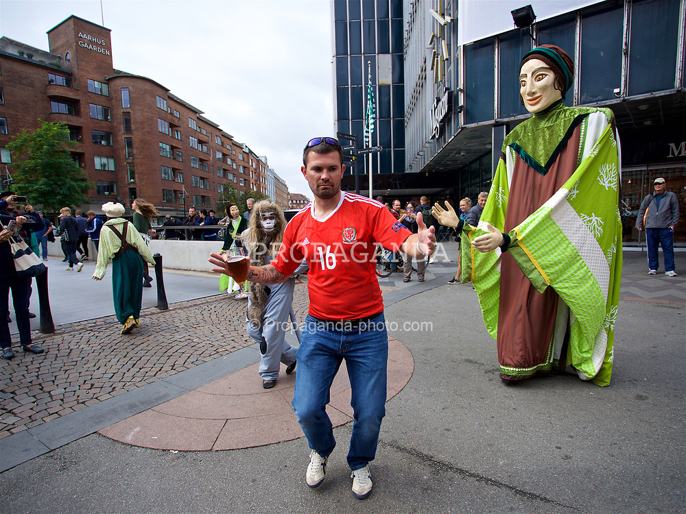 AARHUS, DENMARK - Sunday, September 9, 2018: A Wales supporter dances with street performers in Aarhus centre ahead of the UEFA Nations League Group Stage League B Group 4 match against Denmark. (Pic by David Rawcliffe/Propaganda)