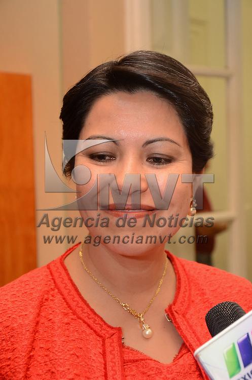 Toluca, México.- Rosalinda Benitez, Secretaria de Tursimo, durante la sexta Feria del Libro de las Ciencias Sociales y Humanidades, la cual estará hasta el 30 de octubre, en la Casa Toluca del Colegio Mexiquense.