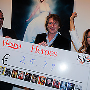 NLD/Amsterdam/20121126- Kika veiling 2012 foto's Veronica gids, Cheque overhandiging met Eric de Zwart, Tatjana Simic
