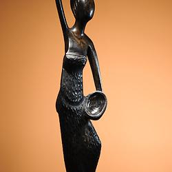 Estatueta em madeira (pau preto). Artesanatdo de Angola. Mulher rural