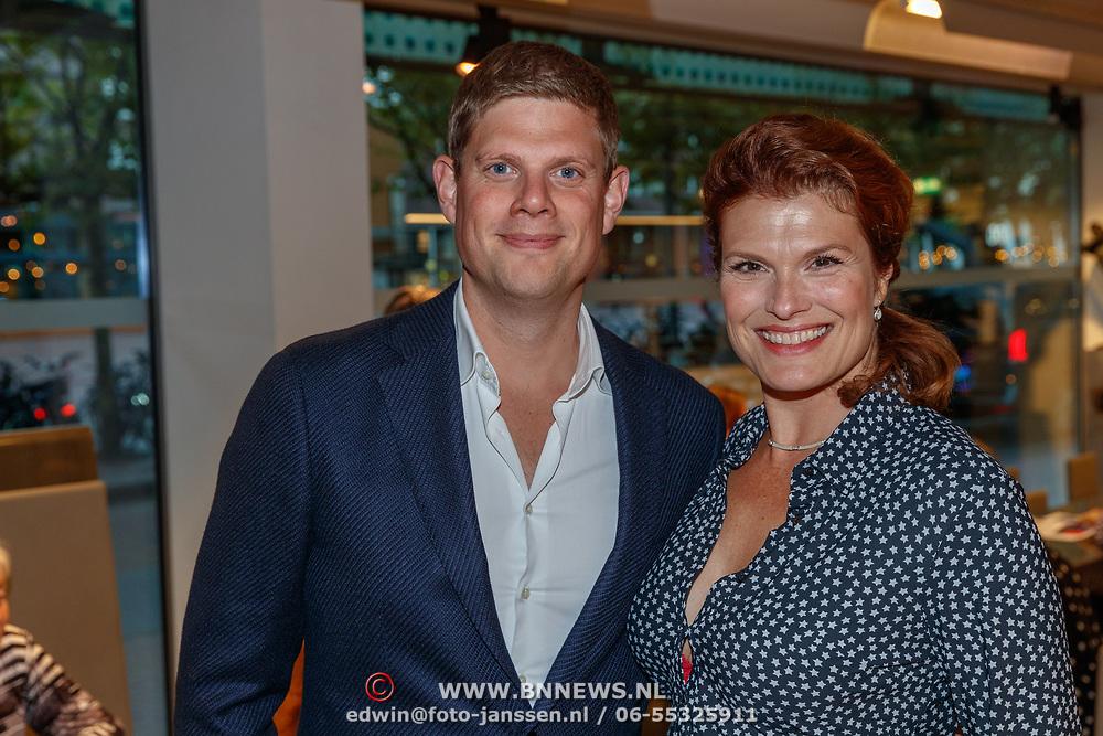 NLD/Amstelveen/20180924 - Toneelstuk Kunst & Kitsch premiere, Anouk van Nes en .........