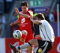 Fotball tippeligaen 05.06.06 Rosenborg - Brann 0-0<br /> Petter Vaagan Moen, Brann og Roar Strand, RBK<br /> Foto: Carl-Erik Eriksson, Digitalsport