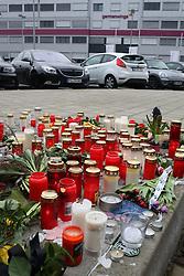 25.03.2015, Hauptsitz von Germanwings, Köln, GER, Germanwings Flug 4U9525, Flugzeugabsturz in Frankreich. Der Tag nach dem Absturz am Kölner Hauptsitz von Germanwings, im Bild Kerzen und Blumen vor der Firmenzentrale von Germanwings // The day after the Chrash of Flight 9525. An Airbus A320 of Germanwings has crashed in Southern French Alps on its flight from Barcelona to Duesseldorf International Airport, Headquater of Germanwings in Cologne, Germany on 2015/03/25. EXPA Pictures © 2015, PhotoCredit: EXPA/ Eibner-Pressefoto/ Schueler<br /> <br /> *****ATTENTION - OUT of GER*****