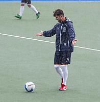 UTRECHT - Robbert Kemperman op weg naar de training, in de stromende regen,  training Kampong  voor het nieuwe hockey hoofdklasse competitie. .COPYRIGHT KOEN SUYK