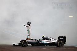 Nico Rosberg wird Weltmeister: Rennen des Grand Prix von Abu Dhabi auf dem Yas Marina Circuit / 271116<br /> <br /> ***Abu Dhabi Formula One Grand Prix on November 27th, 2016 in Abu Dhabi, United Arab Emirates - Racing Day *** Nico Rosberg (GER) Mercedes AMG F1 W07 Hybrid celebrates his second position and World Championship at the end of the race.<br /> 27.11.2016. Formula 1 World Championship, Rd 21, Abu Dhabi Grand Prix, Yas Marina Circuit, Abu Dhabi, Race Day.