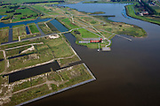 Nederland, Groningen, Oldambt, 08-09-2009; Blauwestad, nieuw aangelegd woongebied inclusief recreatiegebied. Het Oldambtmeer dient ook als waterberging. Het project Blauwe Stad is bedoelt om de economisch achtergebleven regio van Noordoost Groningen een impuls te geven.Links van het het informatie en verkoopcentrum nog onbebouwd de wijk 'het Dorp'. .Blauwestad (Blue City) newly constructed residential area, including recreational lake. The Oldambt lake also serves as water storage.  The Blue City project is meant to give a boost to the  economically backward region of northeast Groningen.luchtfoto (toeslag); aerial photo (additional fee required); .foto Siebe Swart / photo Siebe Swart