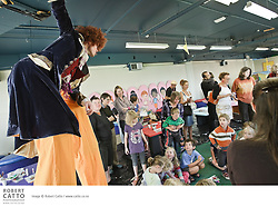 Young writers and readers have fun with rhyme, colour and clothes pegs while helping acclaimed illustrator Gavin Bishop create a giant and colourful Crooked Man.