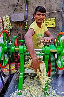 Inde, Etat de Gujarat, Ahmedabad, classé Patrimoine Mondial de l'UNESCO, vendeur de jus de canne à sucre // India, Gujarat, Ahmedabad, Unesco World Heritage city, sugar cane juice