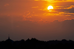 ©Licensed to London News Pictures 13/08/2020             Orpington, UK. An August heatwave sunset tonight over Orpington in South East London. Photo credit: Grant Falvey/LNP