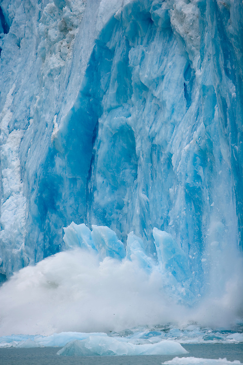 USA, Alaska, Tongass National Forest, Tracy Arm - Fords Terror Wilderness, Icebergs calving from ice face of Dawes Glacier along Endicott Arm