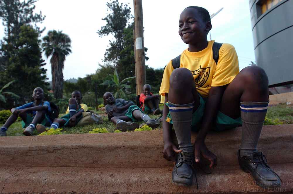 Boys wait for a bus in Kampala, Uganda, October 3, 2006..Photo by Erin Lubin