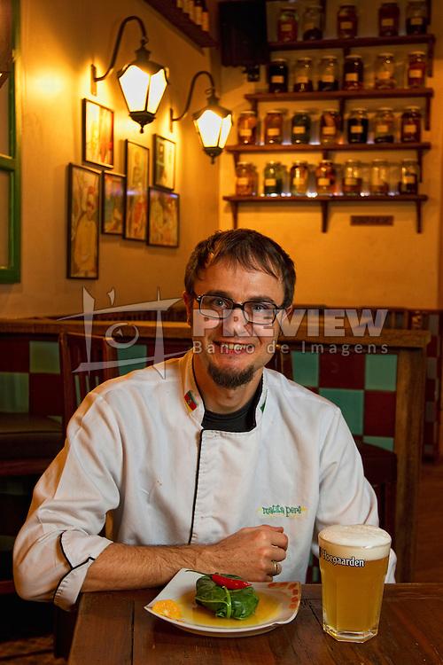 Felipe Stella, proprietário do Boteco Matita Perí, localizado na rua João Alfredo, na Cidade Baixa, em Porto Alegre Alegre. Foto: Marcos Nagelstein/Preview - Banco de Imagens.com