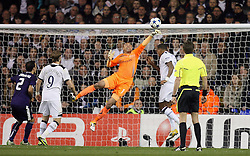 13.04.2011, White Hart Lane, London, ENG, UEFA CL, Tottenham Hotspur vs Real Madrid, im Bild Tottenham's Heurelho Gomes makes a diving save     during the match between Tottenham and Real Madridv  as second leg of the QOF of the Uefa Champions League  at White Hart Lane in London  on 13/04/2011. EXPA Pictures © 2011, PhotoCredit: EXPA/ IPS/ Marcello Pozzetti +++++ ATTENTION - OUT OF ENGLAND/UK and FRANCE/FR +++++
