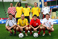 Fotball<br /> Bundesliga Tyskland<br /> Foto: imago/Digitalsport<br /> NORWAY ONLY<br /> <br /> 11.05.2006  <br /> <br /> Leverkusens Nationalspieler, hi.v.li.: Marko Babic (Kroatia), Roque Junior, Juan (beide Brasil), Fredrik Stenman (Sverige), Jens Nowotny (Tyskland); vorn Bernd Schneider (Tyskland), Andrej Voronin (Ukraina), Tranquillo Barnetta (Sveits) und Jacek Krzynowek (Polen)