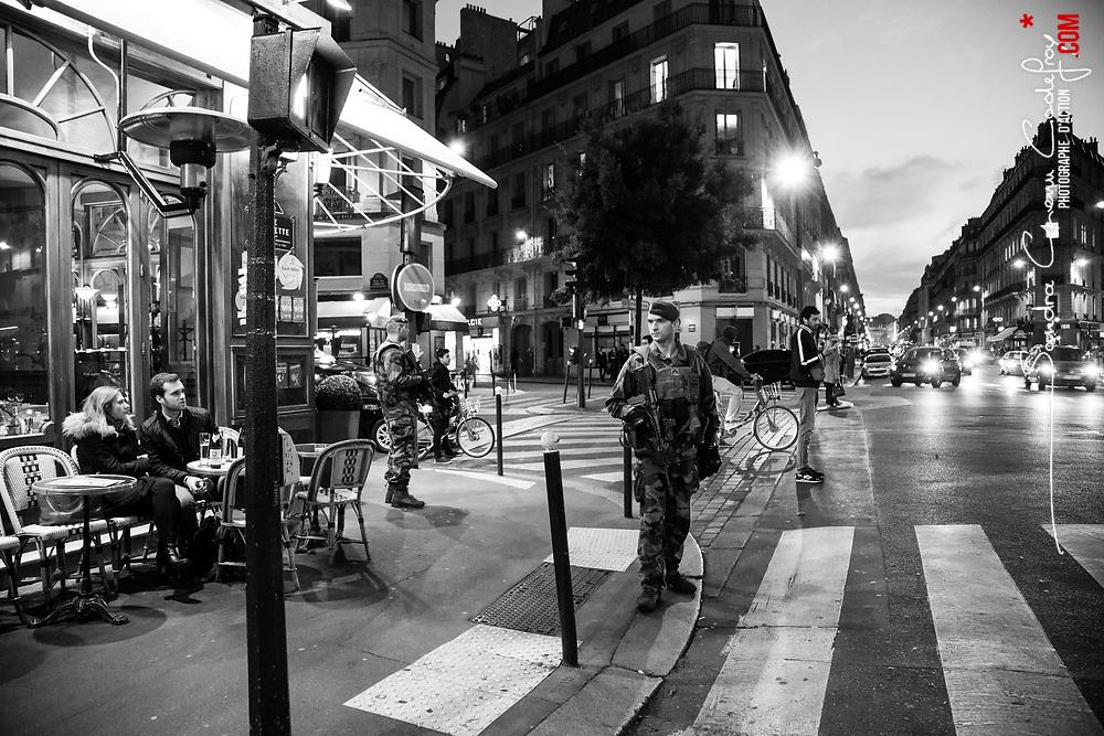 mercredi 26 octobre 2016, 19h12, Paris IX. Patrouille en début de soirée de légionnaires du 2ème Régiment Etranger d'Infanterie dans les rues parisiennes.
