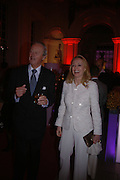 Mrs. Alfred Taubman and the Duke of Marlborough, Cartier party to celebrate the Blooming of a precious jewel. the Orangery. Kensington Palace. London.  25 October 2005. October 2005. ONE TIME USE ONLY - DO NOT ARCHIVE © Copyright Photograph by Dafydd Jones 66 Stockwell Park Rd. London SW9 0DA Tel 020 7733 0108 www.dafjones.com