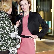 NLD/Amsterdam/20111128 - uitreiking Prins Bernhard Cultuurprijs 2011, aankomst prinses Maxima, Thekla Reuten