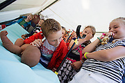 Een jongen luistert naar de hartslag van een baby. In Utrecht heeft Artsen Zonder Grenzen een tentenkamp opgezet in het park Lepelenburg. Met het kamp wil de organisatie laten zien welk medische noodhulp het verricht in de noodhulpkampen in de wereld. Hulpverleners van AZG geven rondleidingen door  onder meer een (opblaasbaar) veldhospitaal, een voedingskliniek en een cholerakliniek.<br /> <br /> In Utrecht, MSF has set up a tent camp in the park Lepelenburg. In the camp, the organization wants to show what kind of emergency medical services they provide in the emergency camps in the world. MSF aid workers give tours including a (inflatable) field hospital, a nutrition clinic and a cholera clinic.