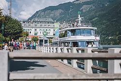 THEMENBILD - Urlauber stellen sich in einer Lange an der Anlegestelle am Grand Hotel an, um mit der MS Schmittenhöhe eine Schifffahrt am Zeller See zu machen. Das größte Schiff der MS Flotte hat an der Anlegestelle angelegt, im Hintergrund das Grand Hotel, aufgenommen am 11. September 2020 in Zell am See, Oesterreich // Holidaymakers line up in a long line at the Grand Hotel pier to take a boat trip on the Zeller See with the MS Schmittenhöhe. The largest ship of the MS fleet has docked at the landing stage, with the Grand Hotel in the background, in Zell am See, Austria on 2020/09/11. EXPA Pictures © 2020, PhotoCredit: EXPA/Stefanie Oberhauser