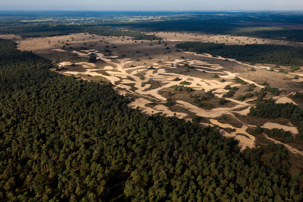 Nederland, Gelderland, Gemeente Ede, 03-10-2010; Otterlose zand, grote delen zijn afgegraven met als doel de stuifzandvegetatie te herstellen.Otterlose sand, large areas have been excavated in order to restore the vegetation of shifting sands landscape.luchtfoto (toeslag), aerial photo (additional fee required).foto/photo Siebe Swart