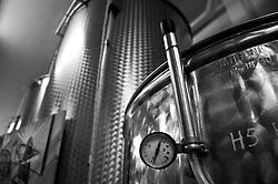 Cutrofiano (Le) - Cantine Aperte 2010 - Termostato impiantato sul silos utilizzato per misurare la pressione nel contenitore