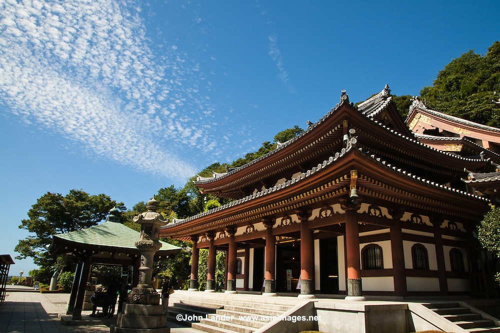 Hase-Dera Temple known more formally as Kaikozan Jishoin Hase-dera is one of the great Buddhist temples in the city of Kamakura. The temple is the fourth of the 33 stations of the Bando Sanju san kasho pilgrimage circuit dedicated to the goddess Benzaiten.<br />