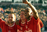 Fotball, 5. desember 2003 , Manchester City v Liverpool, AXA FA Cup, Maine Road, Manchester. <br />Liverpool's El Hadji Diouf (R) and Neil Mellor (C)  jubler over  Danny Murphy scoring<br />Photo. Jed Wee, Digitalsport