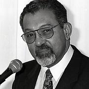 NLD/Huizen/19930129 - Opening Filataliebeurs in Huizen door Minister Jeserun vd Antillen