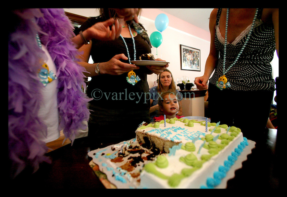 03 June, 2006. New Orleans, Louisiana. Baby shower. Michelle at her baby shower on the West Bank at 7 months pregnant. Michelle cuts the celebratory baby cake.