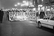 Nederland, Nijmegen, 10-2-1986Demonstratie van studenten tegen de wet op de studiefinanciering en hervormingen in het wetenschappelijk onderwijsdoor minister Deetman. Die kreeg te maken met grote demonstraties van studenten na de verhoging van de collegegelden en het verkorten van de studieduur.Foto: Flip Franssen/Hollandse Hoogte