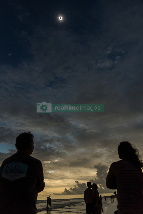 August 21, 2017 - Isle Of Palms, South Carolina, U.S.- The solar eclipse reaches totality as people stand along the shore as darkness descends along the beach. The solar eclipse after sweeping across the nation crosses the Charleston area before heading over the Atlantic Ocean. (Credit Image: © Richard Ellis via ZUMA Wire)