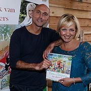 NLD/Barneveld/20131102 - Presentatie kinderboek Ties en Trijntje in December van Yvon Jaspers, illustrator Philip Hopman