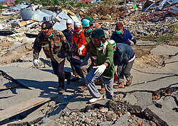 October 4, 2018 - Palu, Central Sulawesi, Indonesia - PALU, INDONESIA - OCTOBER 04, 2018 :The Volunteer team evacuated the victims who died due to the 7.4-magnitude earthquake at Balaroa Village on October 04, 2018 in South Palu, Central Sulawei. Hundreds of residents in Petobo Village, swallowed up by the earth, caused hundreds of residents to be reported missing. (Credit Image: © Sijori Images via ZUMA Wire)