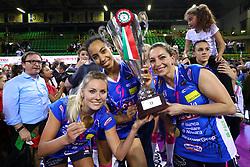 11-05-2017 ITA: Finale Liu Jo Modena - Igor Gorgonzola Novara, Modena<br /> Novara heeft de titel in de Italiaanse Serie A1 Femminile gepakt. Novara was oppermachtig in de vierde finalewedstrijd. Door een 3-0 zege is het Italiaanse kampioenschap binnen. / DIJKEMA LAURA, BONIFACIO SARA, en DONA MELISSA<br /> <br /> ***NETHERLANDS ONLY***