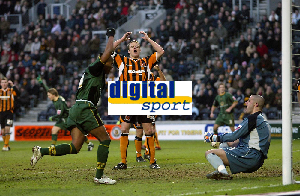 Photo: Andrew Unwin.<br />Hull v Norwich City. Coca Cola Championship. 11/02/2006.<br />Norwich celebrate their late equaliser, scored by Gary Doherty.