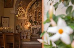 THEMENBILD - der Blick in die katholische Kirche St. Anna della Rocca, aufgenommen am 28. Juli 2018, Sirmione, Italien // the view into the catholic church St. Anna della Rocca on 2018/07/28, Sirmione, Italy. EXPA Pictures © 2018, PhotoCredit: EXPA/ Stefanie Oberhauser