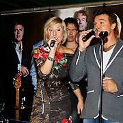 NLD/Volendam/20101018 - Cd presentatie Mon Amour, Linda Schilder en Peter de Haan
